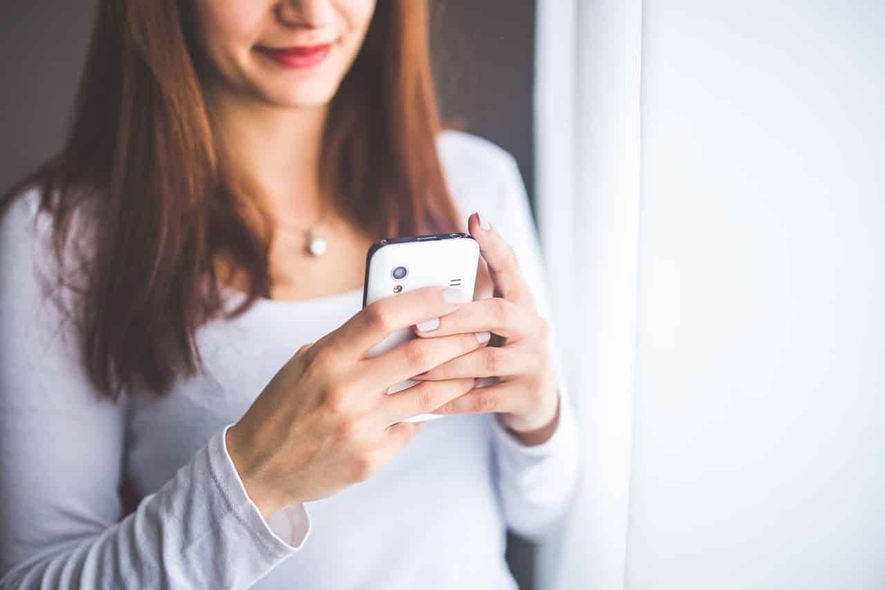 Heimliche und auffällige SMS sowie Telefonate führen zum Misstrauen des Partners bzw. der Partnerin